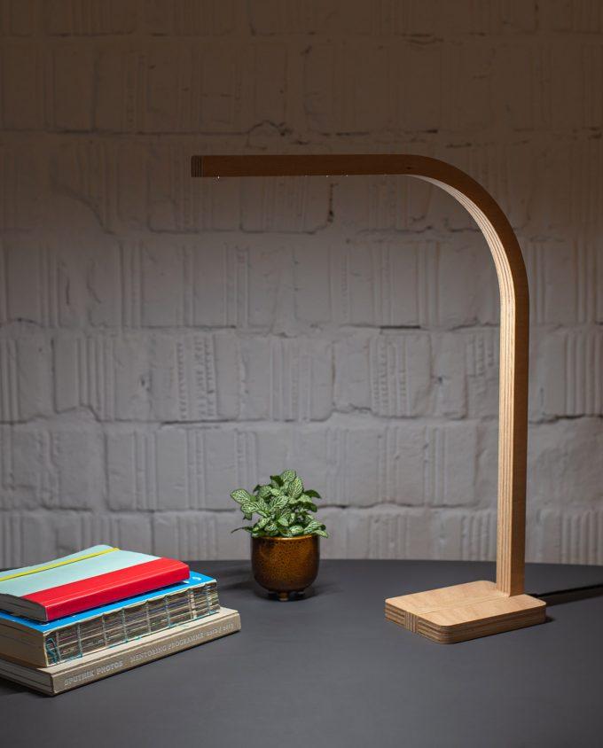 lampa-pisaci-stol
